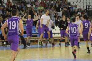 Los jugadores de La Gallofa UC Cantbasket celebran la remontada | Foto: Pablo Lanza