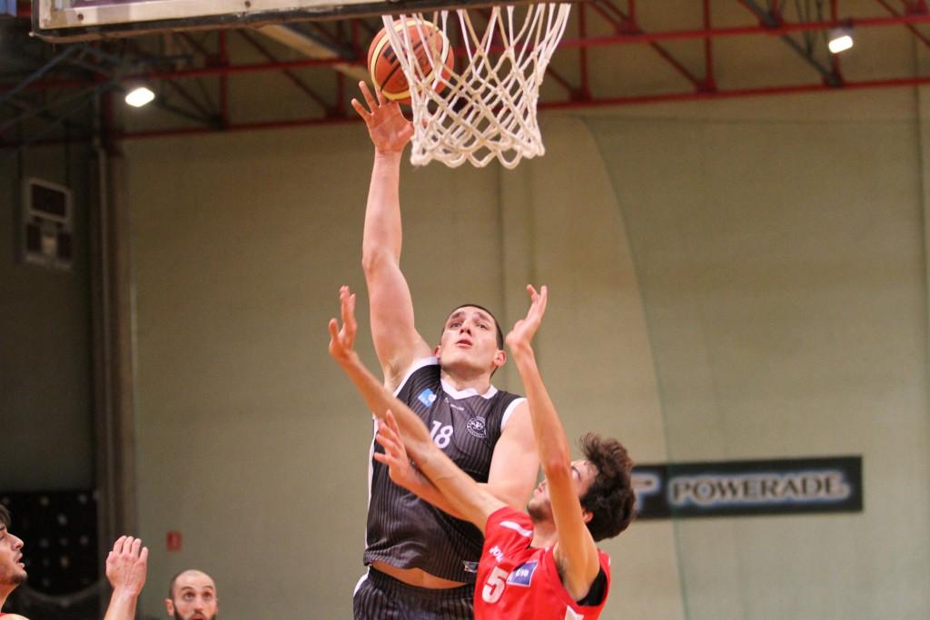El jugador de La Gallofa & Co, Chris Matagrano, ha sido el primer MVP de la temporada. Foto: Pablo Lanza