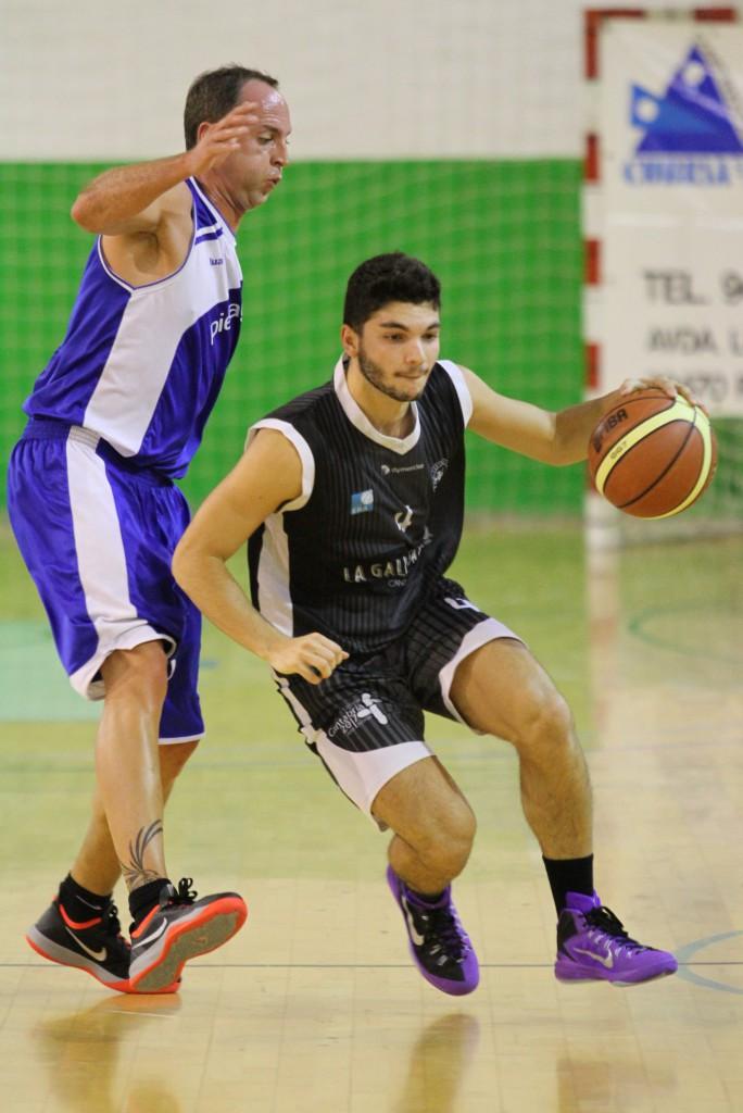 El jugador de La Gallofa & Co, Andrés Pariente, defendido por Juan Arnaiz | Foto: Pablo Lanza
