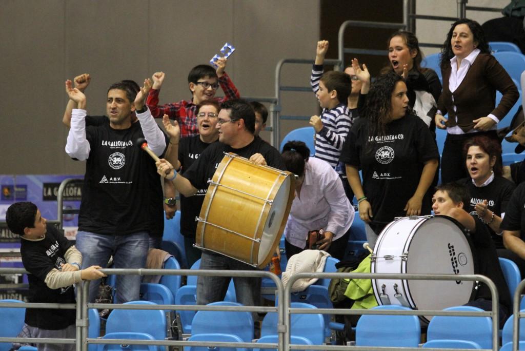 La afición celebró por todo lo alto la victoria frente a Easo | Foto: Pablo Lanza