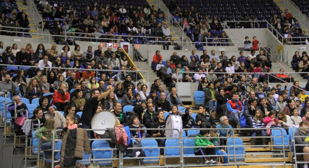 Más de 1500 personas presenciaron el partido entre La Gallofa & Co y el Igualatorio Cantabria | Foto: Pablo Lanza