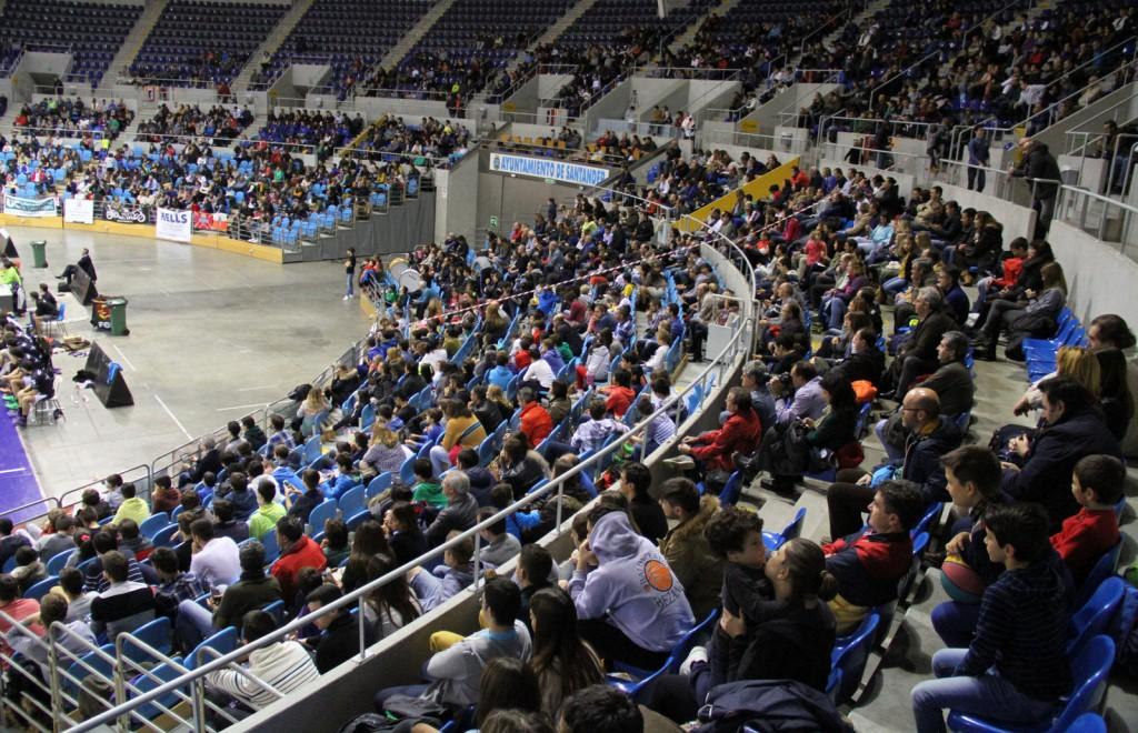En el derbi entre La Gallofa & Co e Igualatorio Cantabria Estela hubo más de 1500 espectadores