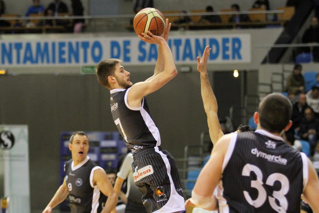 Gabi Palacios en pleno tiro en suspensión | Foto: Pablo Lanza