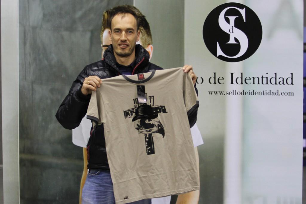 Ganador de la camiseta de Sello de Identidad