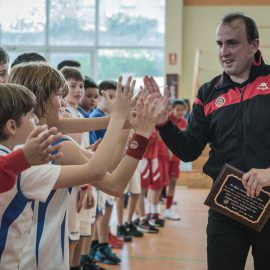 Emotivo homenaje al árbitro Andrés Bárcena