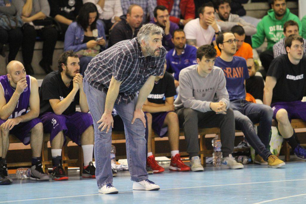El entrenador Amador Díaz durante la Fase Final de Primera División de la pasada temporada | Foto: Pablo Lanza