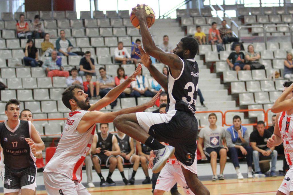 Lleon Tillman en el amistoso ante el Gijón Basket
