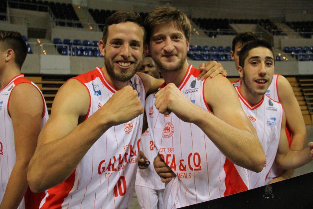 El capitán Jaime García y Mihajlo Zvonar celebrando el triunfo | Foto: Pablo Lanza