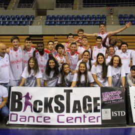 Gran debut de las cheerleaders de Cantbasket en el Palacio