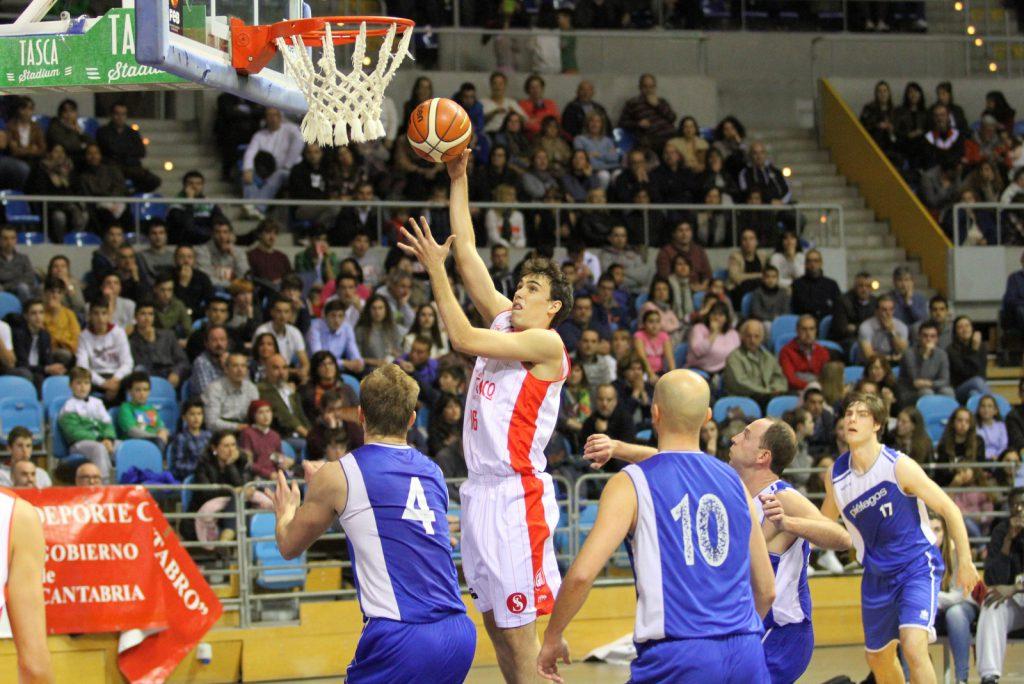 El canterano Alejo Rúa-Figueroa aportó 10 puntos a Gallofa & Co | Foto: Pablo Lanza