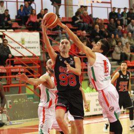 Gallofa domina de principio a fin al CBT Gimnástica y hace récord en el Vicente Trueba (34-79)