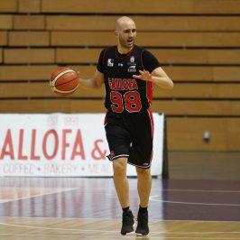 Gallofa disputa el tercer partido de la semana en Zarautz